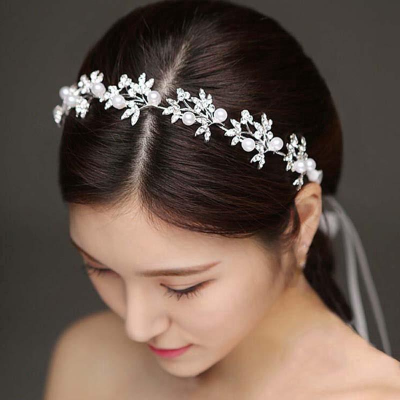 cài tóc đính đá cho cô dâu