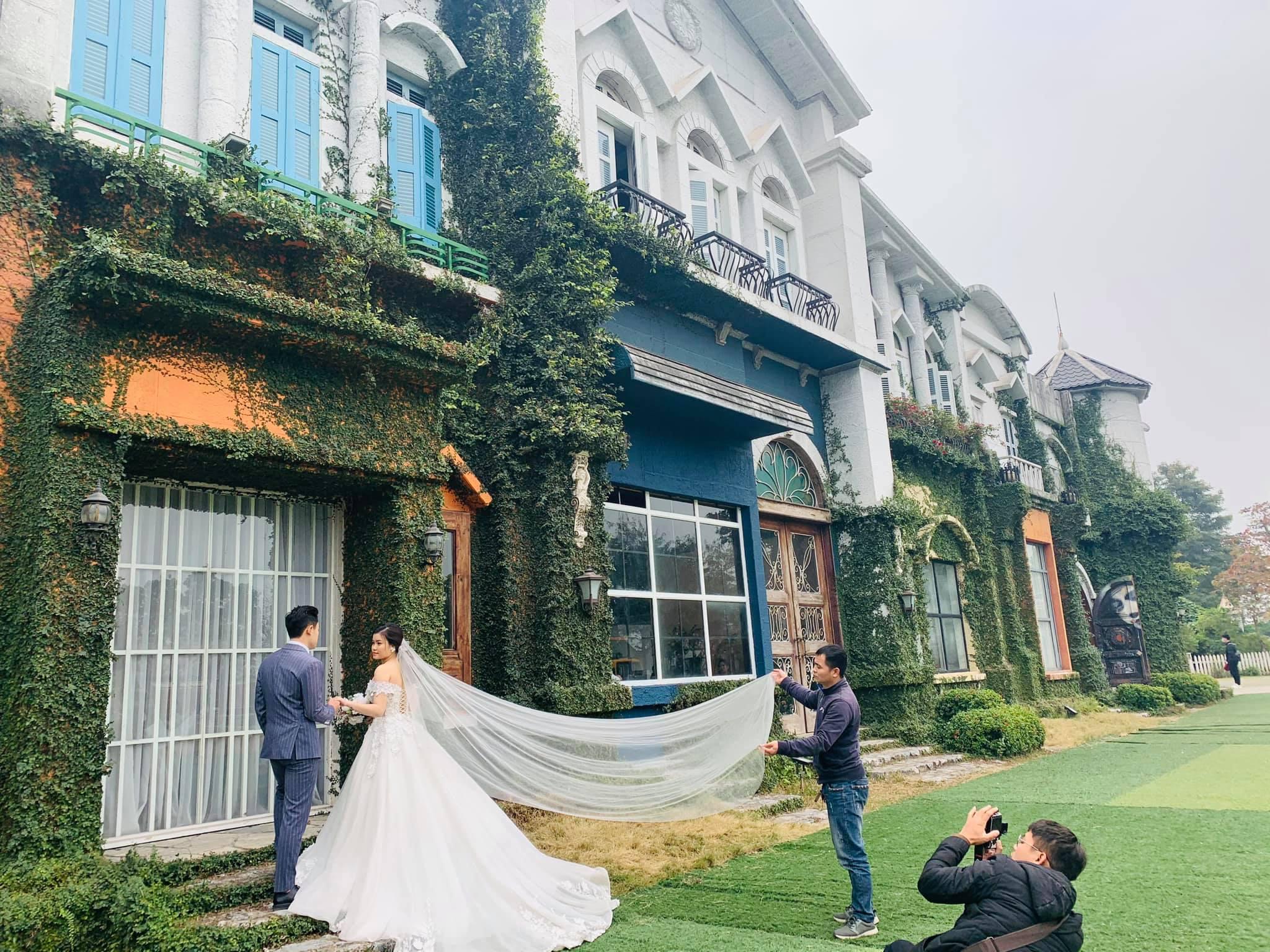 có nên tự chụp ảnh cưới không