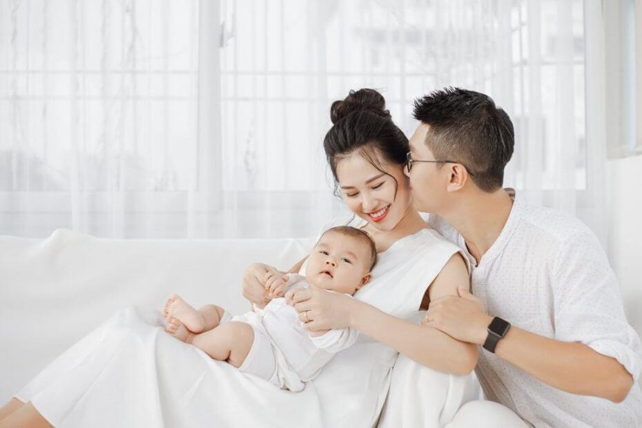Bí quyết tạo dáng chụp ảnh gia đình 3 người hạnh phúc, dễ làm