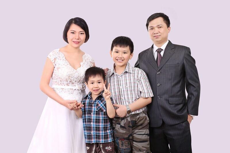 Cách tạo dáng chụp ảnh gia đình 4 người