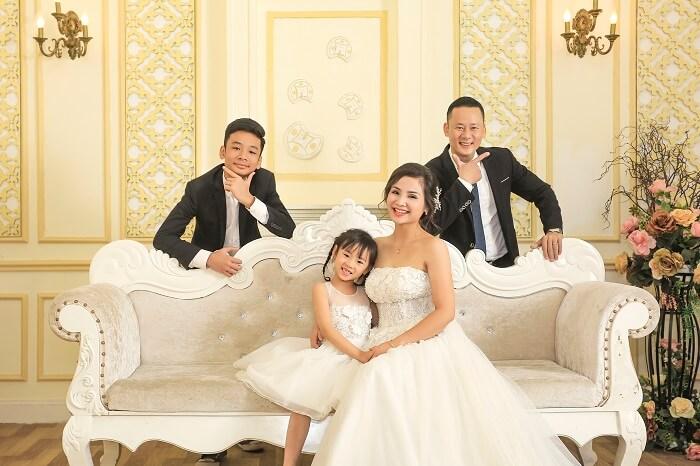 Trang phục chụp ảnh gia đình 4 người