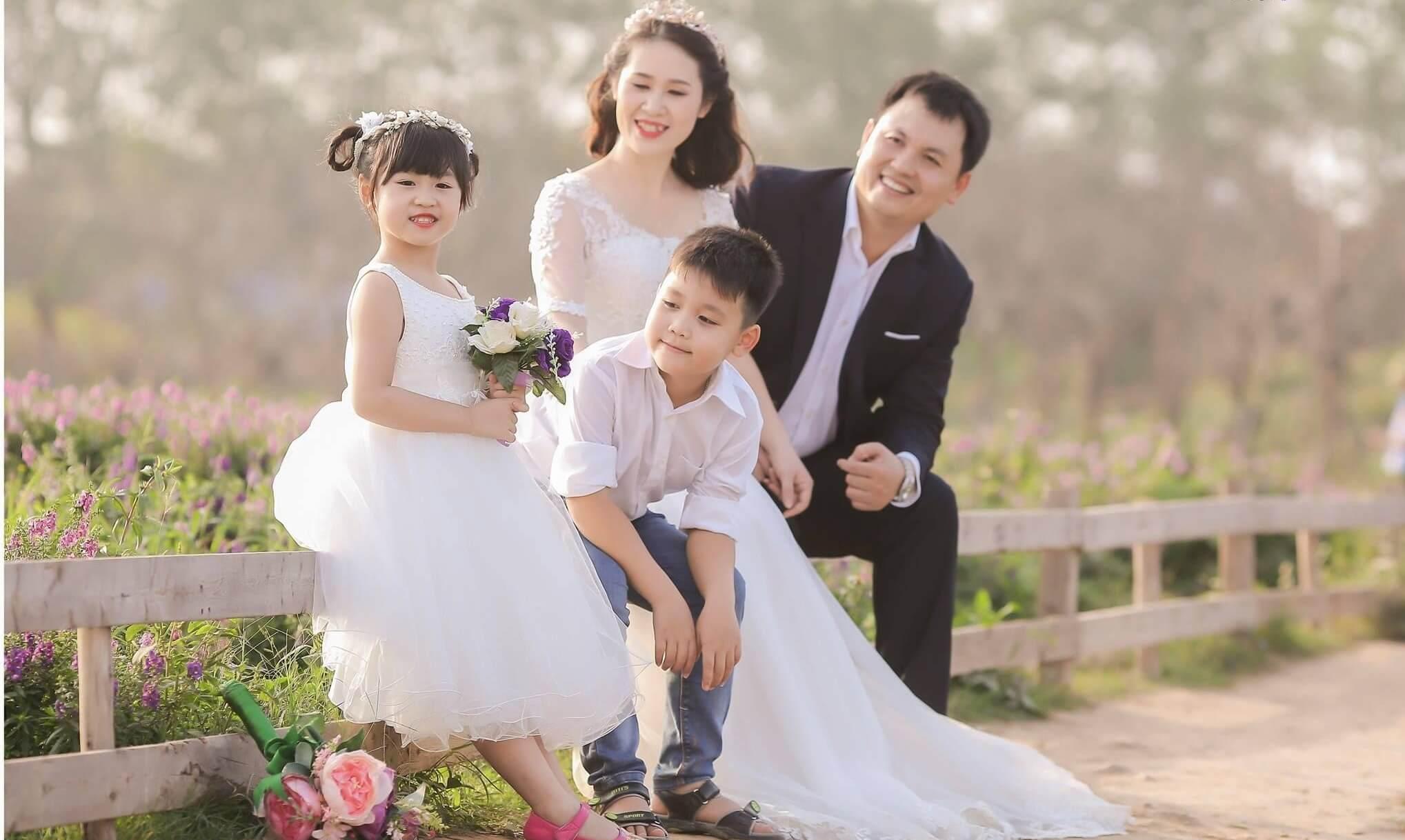 Ý tưởng chụp hình gia đình 4 người chưa bao giờ lỗi thời